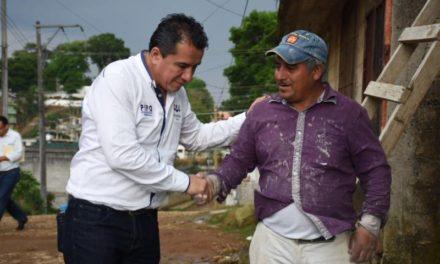 """Hartazgo y enojo de colonos de Xalapa encuentra oídos en """"Pipo"""" Vázquez"""