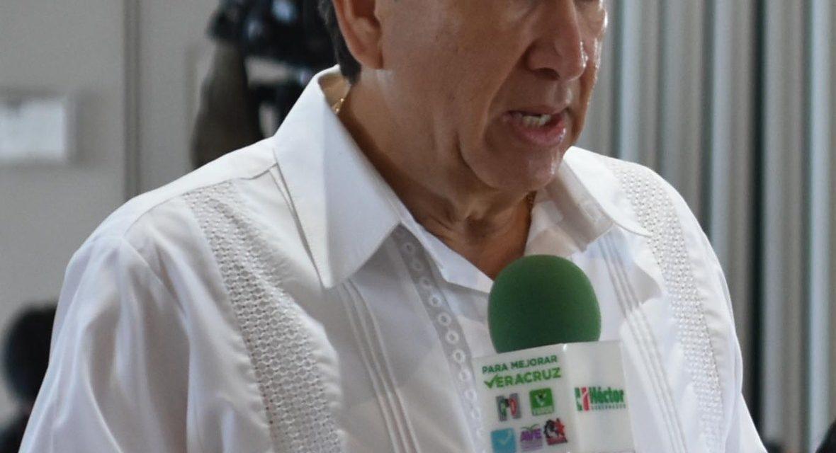 Anuncia Héctor Yunes que útiles y uniformes en educación básica serán a cuenta de su gobierno