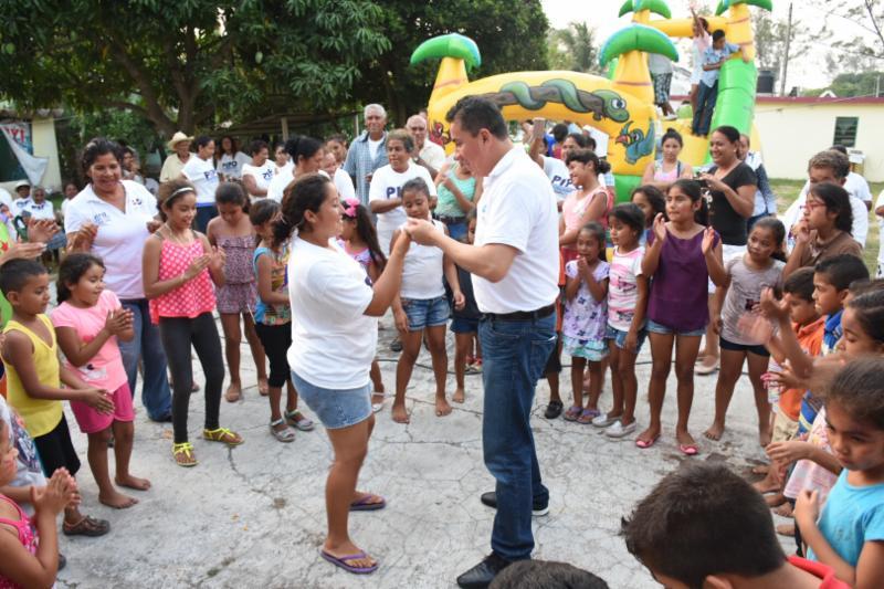El «Pipo» Vázquez baila, juega, canta y asume compromiso con la naturaleza