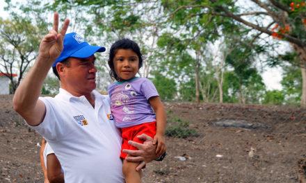Lamentable que en Tuxpan se carezcan de servicios básicos: Arturo Esquitin