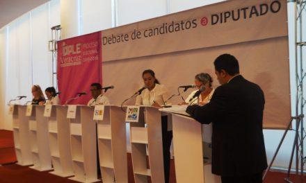 Michelle Gustin convence en debate