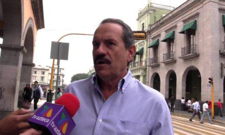Medalla de oro al gobierno del estado por clavarse el dinero: Juan Bueno Torio