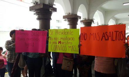 HABITANTES DE FROJLILLO Y CHOMOTLA SE MANIFIESTAN, EXIGEN SEGURIDAD
