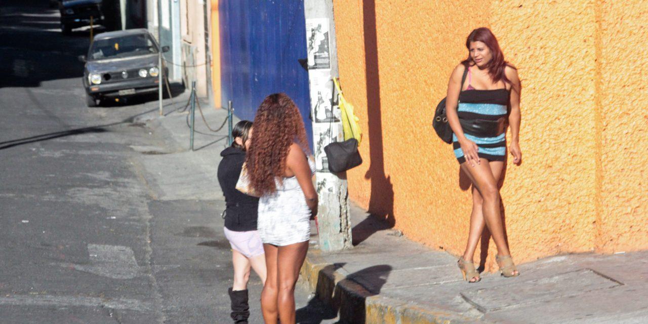Regularizan a sexoservidoras del Puerto