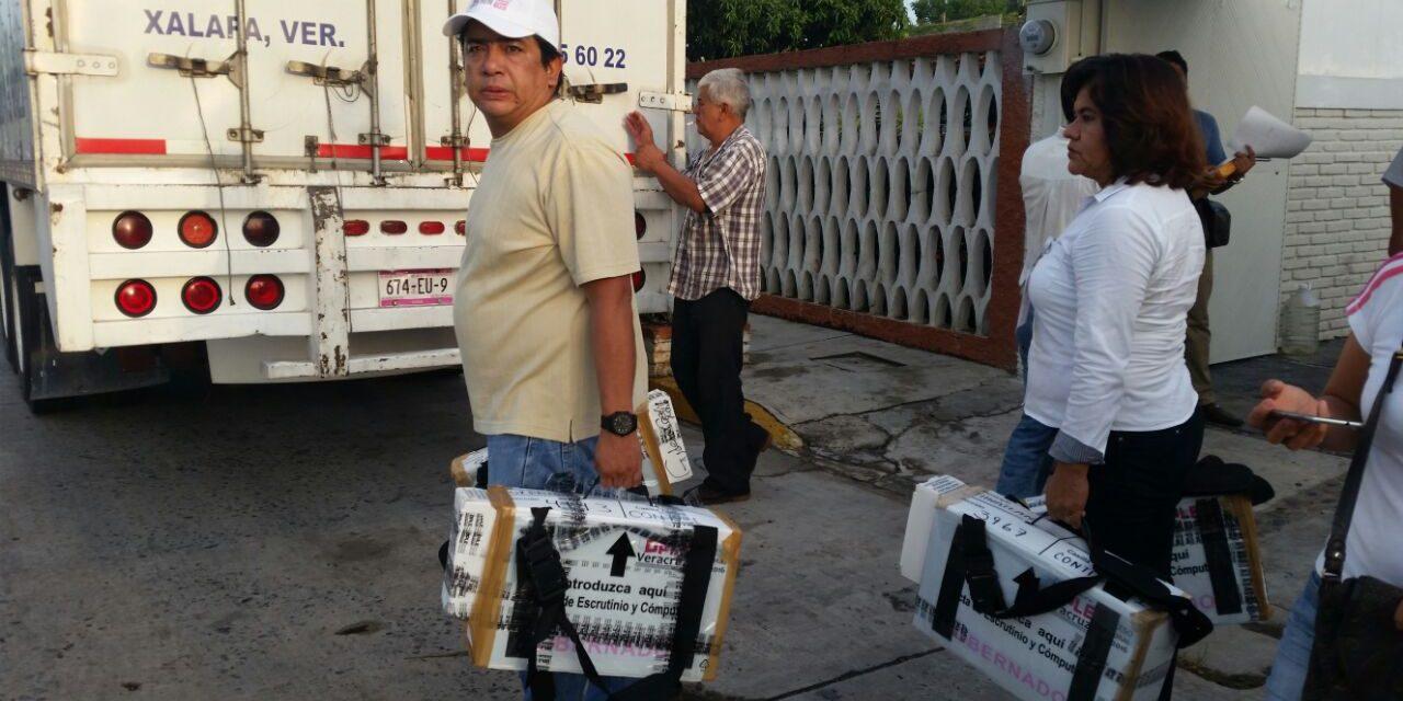 Trasladan paquetes electorales del Distrito de Tuxpan para su recuento