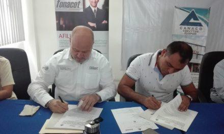 FONACOT y CANACO Tuxpan firman convenio de colaboración