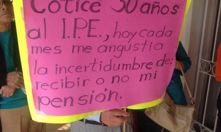 Jubilados y Pensionados, exigen un alto al saqueo del IPE