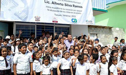 Entrega gobierno de Tuxpan computadoras con internet a una nueva escuela dentro del programa «UNETE»