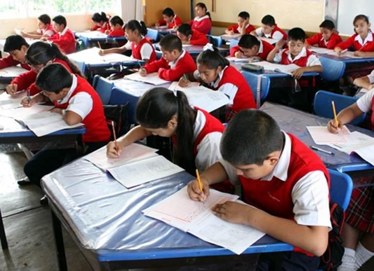 Escuelas no pueden retener documentación del alumnado