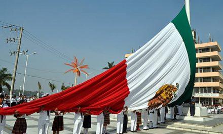 Conmemora Ayuntamiento el día de la Bandera