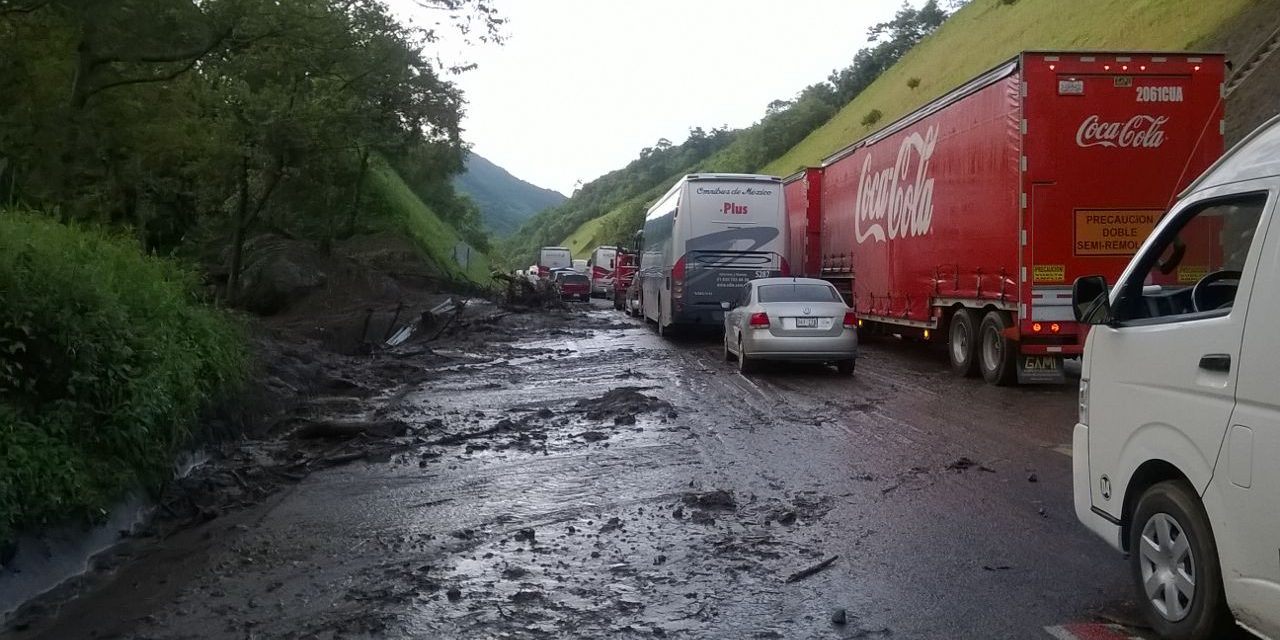 Deslaves ocasionaron suspensión de corridas autobuses