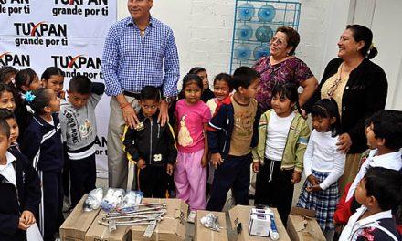 Entrega ASR computadoras y la rehabilitación de una nueva escuela en la comunidad de Alto Lucero en Tuxpan