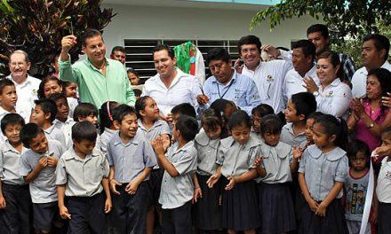 Se siguen mejorando los espacios educativos en Tuxpan