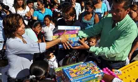 Continúa ASR entregando apoyos a la educación en Tuxpan