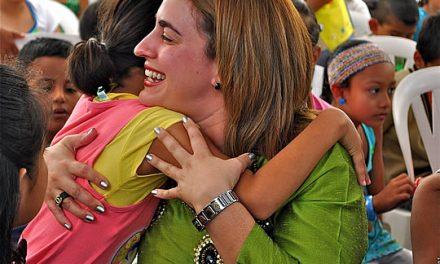 Entrega DIF 430 regalos a niñas y niños de comunidades y la ciudad