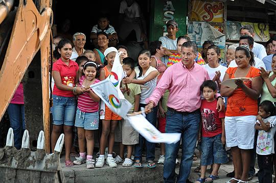 Inicia ASR tres nuevas obras en Santiago de la Peña