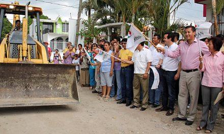 Se sigue construyendo el progreso en Tuxpan con más pavimentaciones
