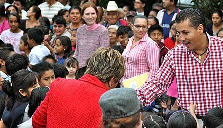 Entrega ASR el piso de cemento un mil dos, en la comunidad de Alto Lucero en Tuxpan