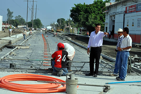Supervisa ASR la pavimentación de la avenida Adolfo Lopez Mateos en Tuxpan