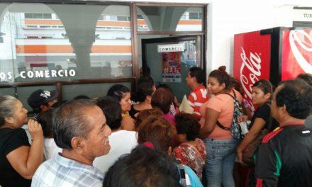 Se pelean por espacios en Plaza de Todos Santos