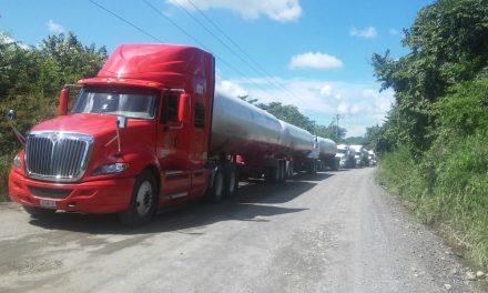 Habitantes de los kilómetros bloquean carretera  Tuxpan-Cazones