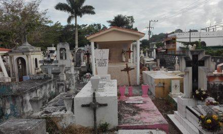 Alistan Panteones para Todos Santos