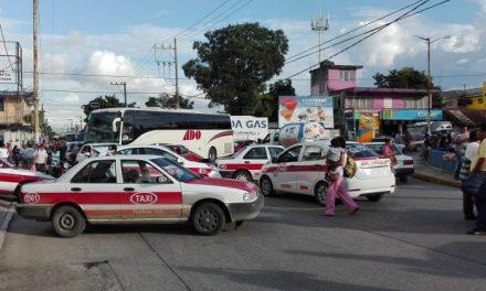 Taxistas bloquearon el Puente Tuxpan
