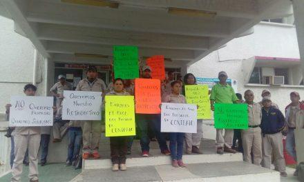Vectores continúan exigiendo el pago de su salario