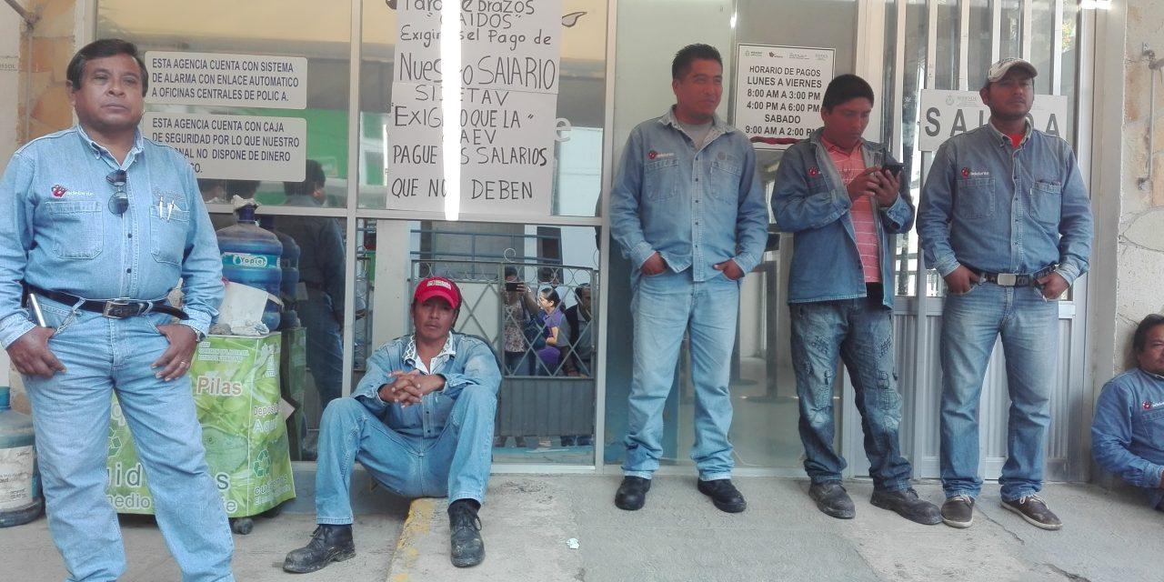 Se manifiestan trabajadores de la CAEV, suspenden servicio de agua