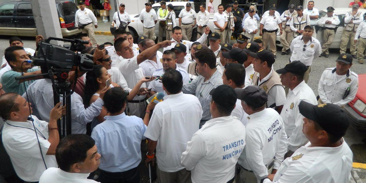 Elementos de Tránsito se manifiestan, exigen destitución de Oziel Santiago
