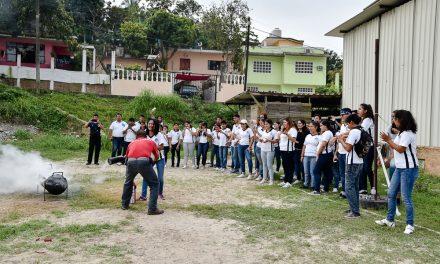 Bomberos y PC del Ayuntamiento de Tuxpan Brindan Capacitación a Estudiantes
