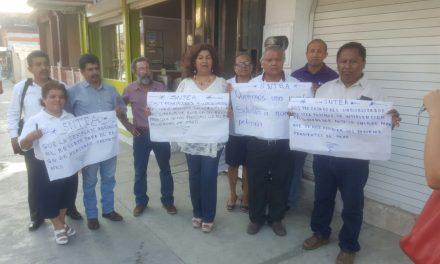 Se manifiesta personal del IVEA Tuxpan