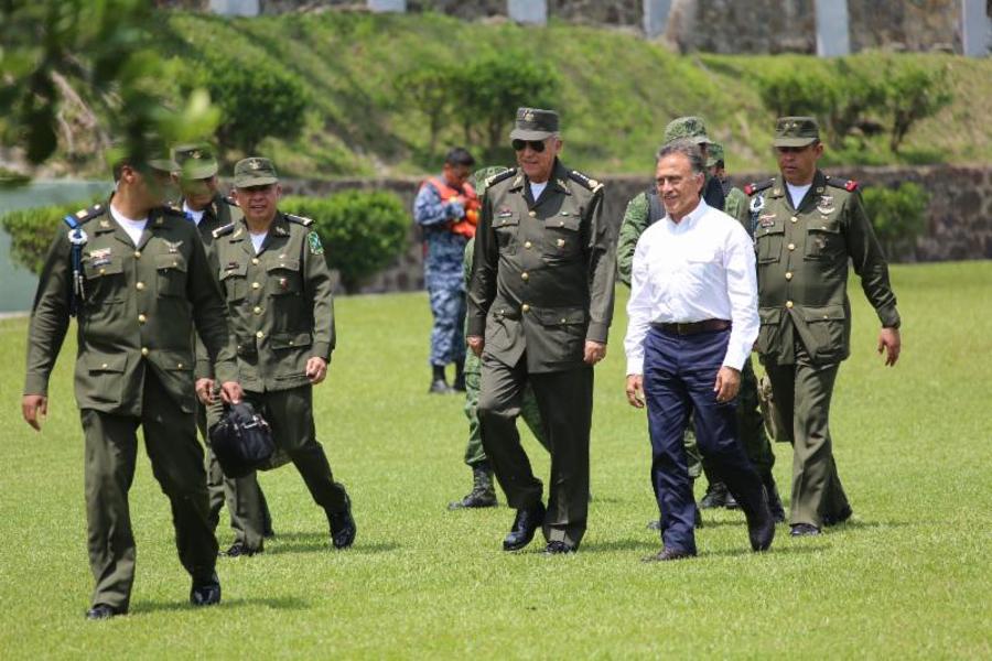 """""""El Ejército Mexicano redoblará su esfuerzo para mejorar la seguridad de los veracruzanos. Hoy le expresé mi agradecimiento al Secretario de la Defensa Nacional"""": Gobernador Yunes"""