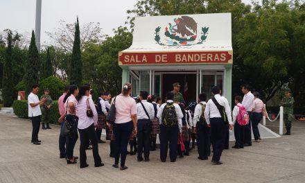 Estudiantes realizan recorrido por  el 39° Batallón de Infantería