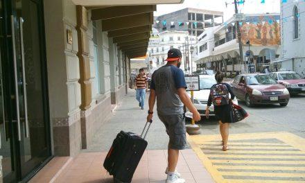 Turistas se retiran  satisfechos
