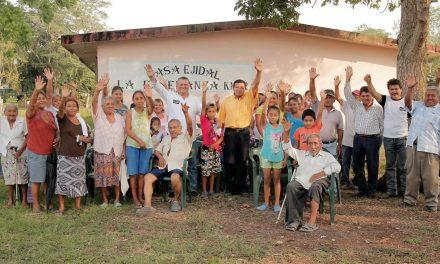 Habitantes de Los Kilómetros respaldan a Everardo Gustin