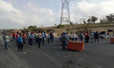 Segundo día de bloqueo en la Tuxpan-Tampico
