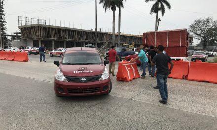 Muro provisional causa inconformidad a taxistas
