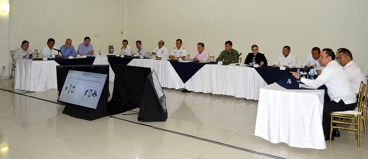 Acude Toño Aguilar a reunión de seguridad sobre cámaras de video-vigilancia