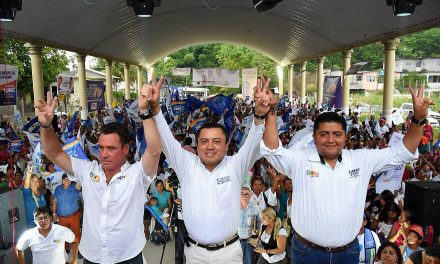 Respaldan familias triunfo de Clemente Campos
