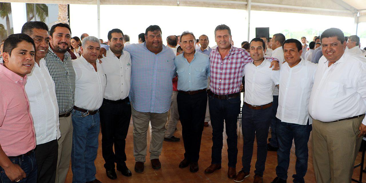 Gobernador presenta video promocional de Tuxpan