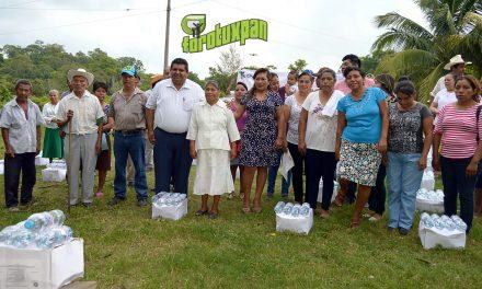 Alcalde entrega apoyos a comunidades
