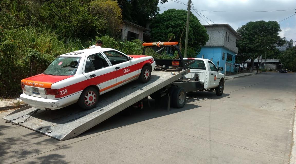 Taxi Abandonado en el sitio de una Llamada de Auxilio