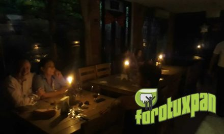 A la luz de las velas, restaurantes dan servicios en Tuxpan
