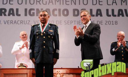 Entrega el Gobernador Yunes la Medalla «Ignacio de la Llave»