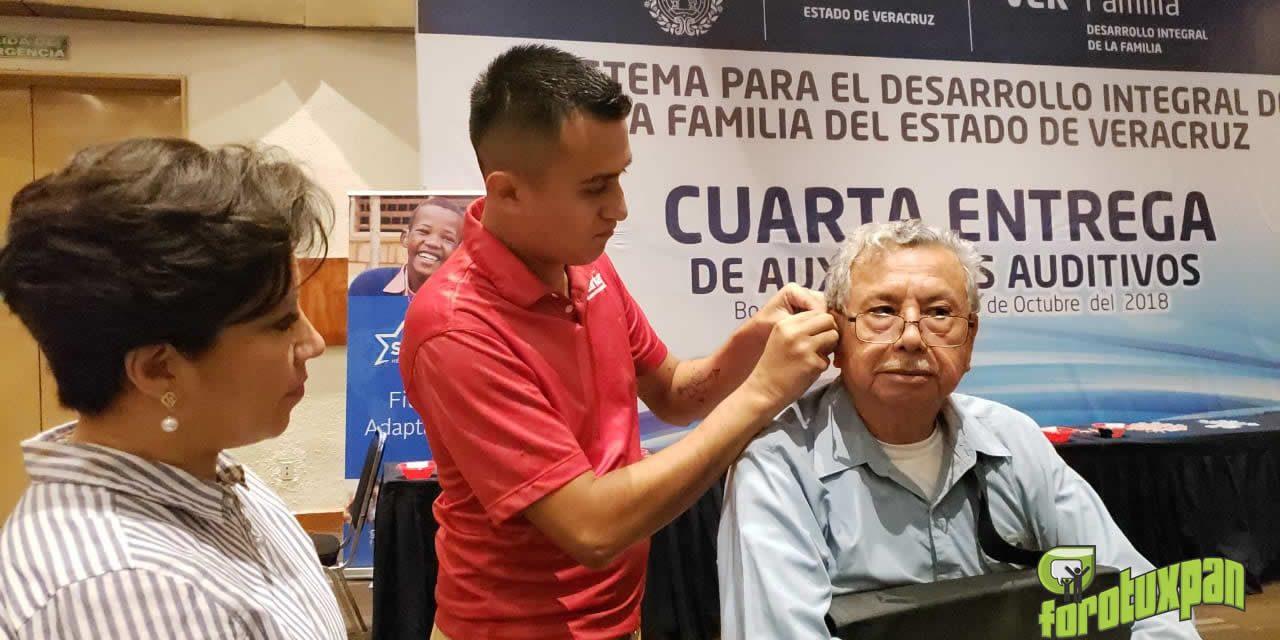 Beneficia la Presidenta del DIF con Auxiliares Auditivos a Tuxpeños