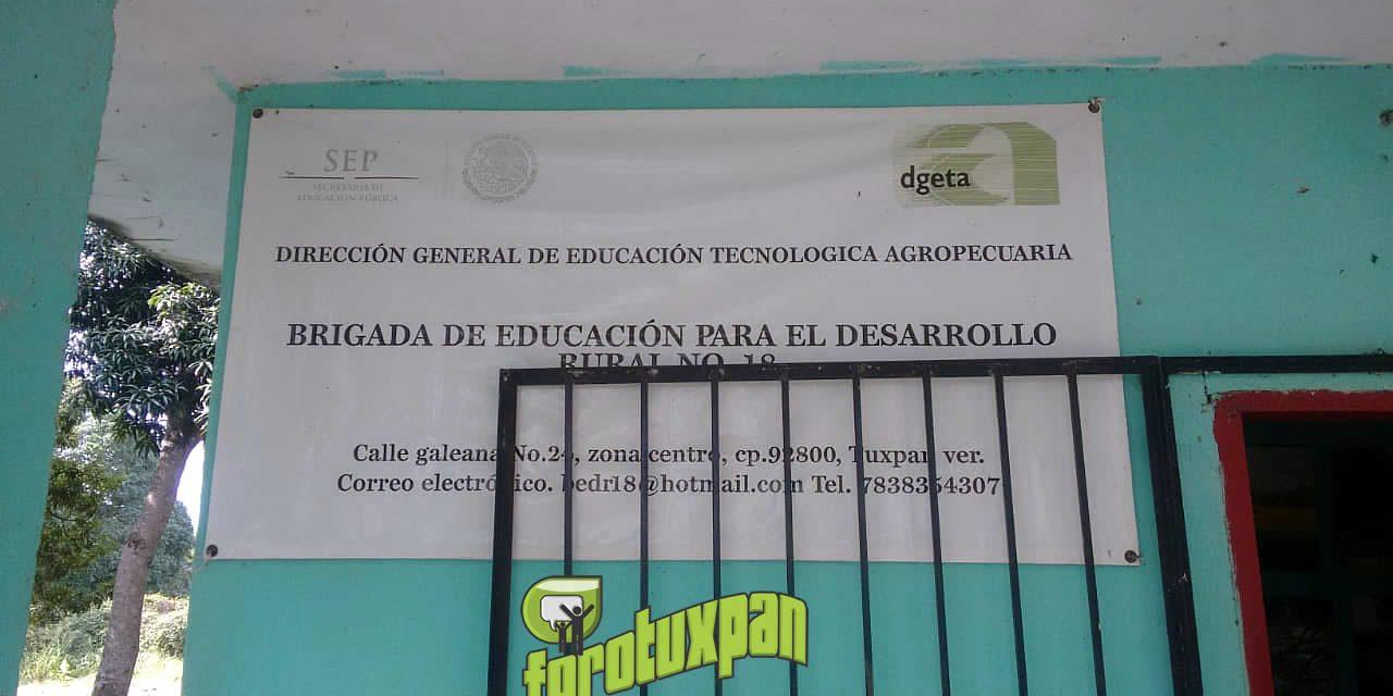 Roban en Brigada de Educación para el Desarrollo Rural número 18