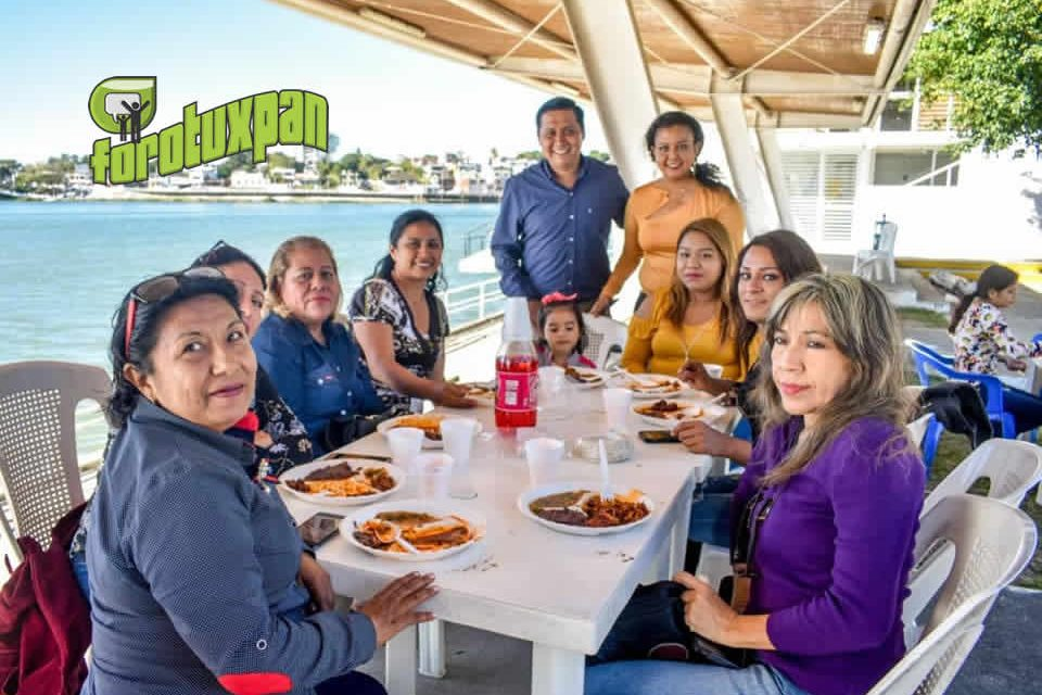 Encabeza regidora convivencia a trabajadores municipales