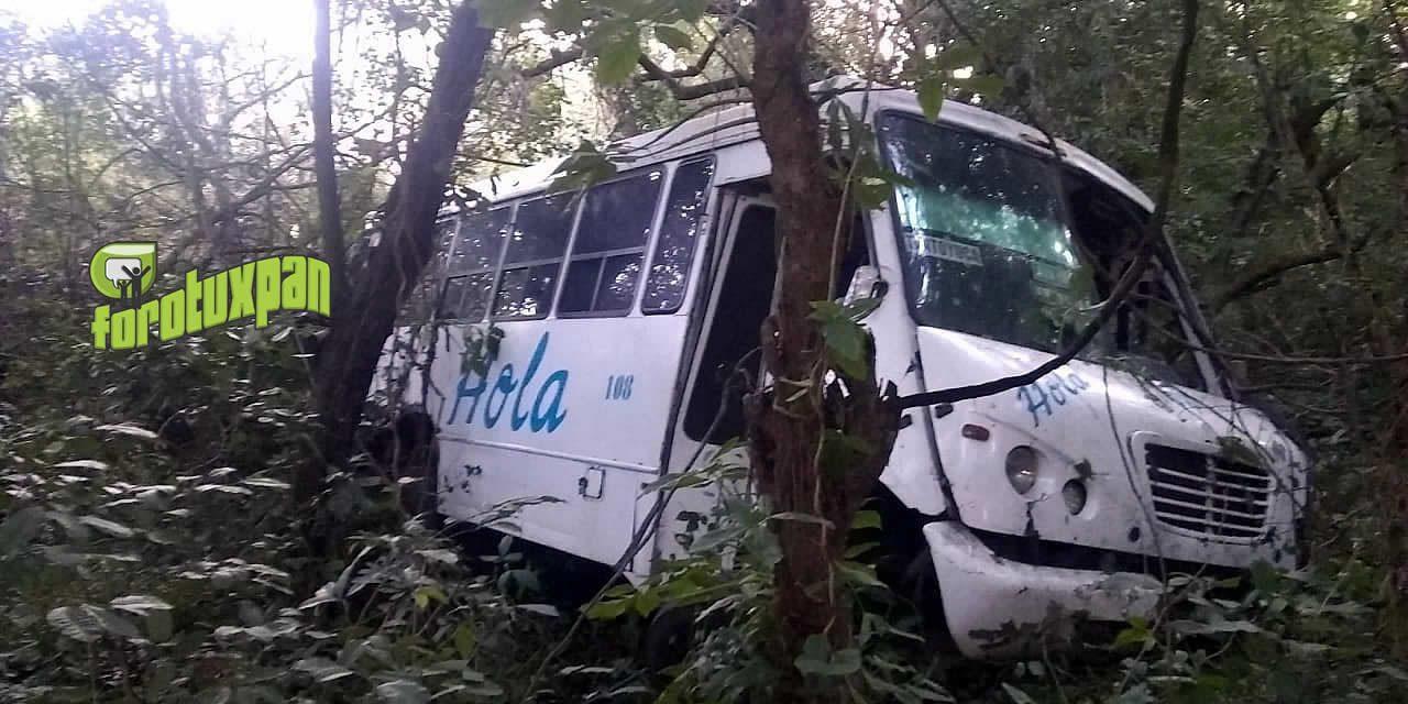 Autobús HOLA Cae a un barranco: 6 Heridos