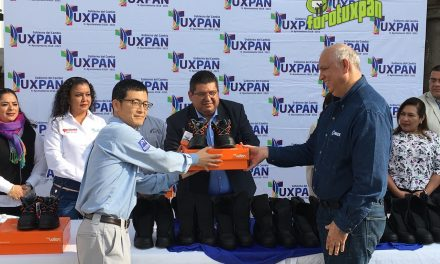 Policía, bomberos y protección civil de Tuxpan reciben calzado de seguridad de parte de las plantas de generación de energía Tuxpan II y V